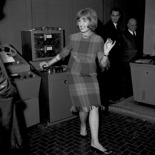LDV - Monica in sala doppiaggio con Antonioni - Archivio storico Luce
