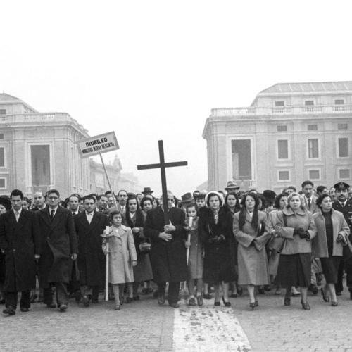Dipendenti del Ministero della Marina mercantile in processione a San Pietro, Giubileo 1950