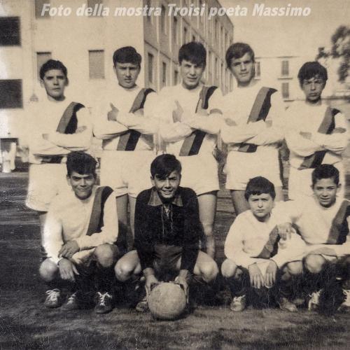 Squadra di calcio - Archivio famiglia Troisi (Massimo in piedi a sinistra)