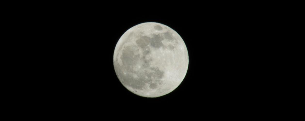 La terra vista della luna